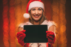 Fille avec Santa Hat And Tablet Photo stock