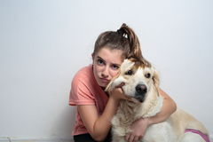 Fille avec son chien Photo libre de droits