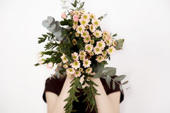 Fille avec un bouquet Images libres de droits