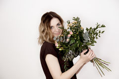 Fille avec un bouquet Photo stock
