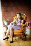 fille avec un bouquet des roses Image stock