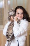 Fille avec un chat Images stock