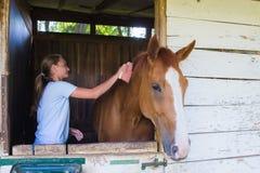 Fille avec un cheval image libre de droits