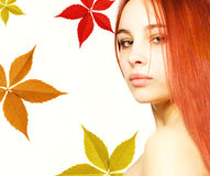 Fille avec un cheveu rouge Image stock
