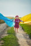 Fille avec un drapeau de l'Ukraine Image libre de droits