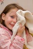 Fille avec un essuie-main Image libre de droits