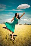Fille avec un parapluie image stock