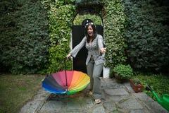 Fille avec un parapluie d'arc-en-ciel Image libre de droits