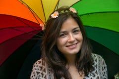 Fille avec un parapluie d'arc-en-ciel Images libres de droits