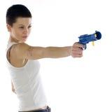 Fille avec un pistolet de jouet Images stock