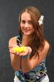 Fille avec une fleur Photographie stock