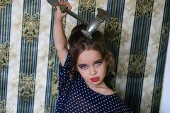 Fille avec une hache de cuisine Photo libre de droits