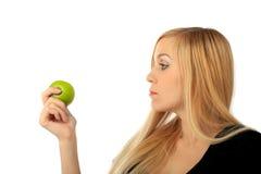 Fille avec une pomme verte Photo libre de droits