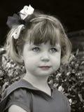 Fille avec une proue Photographie stock