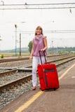 Fille avec une valise Photo stock
