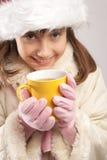 fille ayant le thé de l'adolescence photographie stock