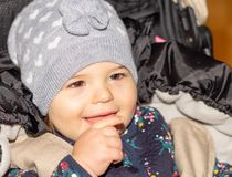 Fille Bébé capuchon configuration drôle infant Enfant image libre de droits