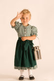 Fille bavaroise avec la cruche de lait images libres de droits