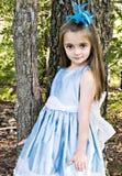 Fille bleue de robe image stock