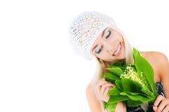 Fille blonde avec un bouquet des lis de la vallée Image stock