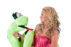 Fille blonde avec un serpent Photo libre de droits