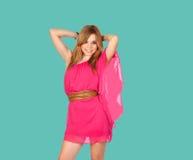 Fille blonde avec une robe rose Photographie stock libre de droits
