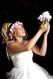 Fille blonde de l'adolescence rêveuse - robe habillée - oscillation Photos libres de droits
