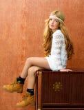 Fille blonde rétro 70s d'enfants Photographie stock libre de droits