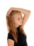 Fille blonde rêvant avec l'oeil fermé Images stock