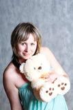 Fille blonde sexy avec l'ours de nounours Photographie stock libre de droits