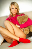 Fille blonde sexy avec l'ours de nounours Photos stock