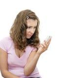Fille bouleversée avec le téléphone image libre de droits