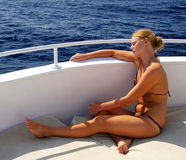 Fille bronzée de bikini Photo stock