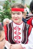 Fille bulgare dans le costume national aux jeux de Nestinar en Bulgarie Image stock