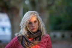 Fille caucasienne blonde d'automne Images libres de droits
