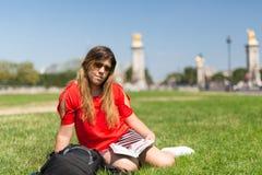 Fille chanceuse des vacances à Paris Images stock
