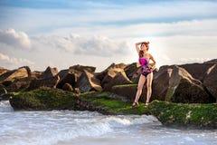Fille chinoise attirante sur la plage Image stock