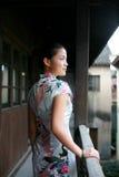Fille chinoise dans la robe de tradition images stock