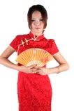 Fille chinoise dans la robe de traditonal avec le ventilateur Image stock