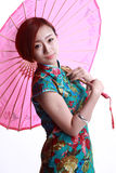 Fille chinoise portant un cheongsam. Photographie stock libre de droits