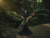 Fille - corbeau noir image libre de droits