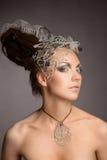 Fille cosmique de mode dans la robe et le cheveu d'expression images libres de droits