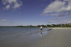 Fille courant sur la plage Image libre de droits