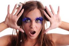Fille criarde avec les cils bleus Photo libre de droits