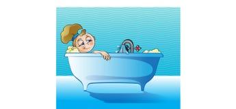 Fille détendant dans la salle de bains Photos stock