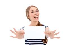 Fille d'étudiant montrant la page blanche blanche - copiez l'espace Photos libres de droits