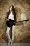 Fille d'adolescent avec la guitare électrique Photographie stock
