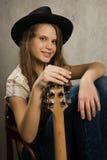 Fille d'adolescent avec la guitare électrique Image stock