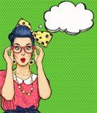 Fille d'art de bruit en verres avec la bulle de pensée Invitation de partie Carte d'anniversaire Hollywood, femme comique Fille s Image libre de droits