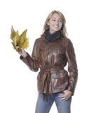 Fille d'automne avec des lames Images libres de droits